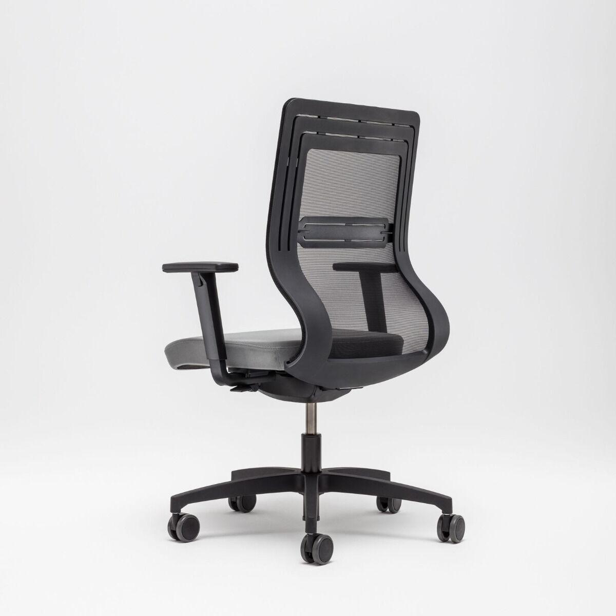 Tanya chair Fabric: Atlantic Colour:  A60025