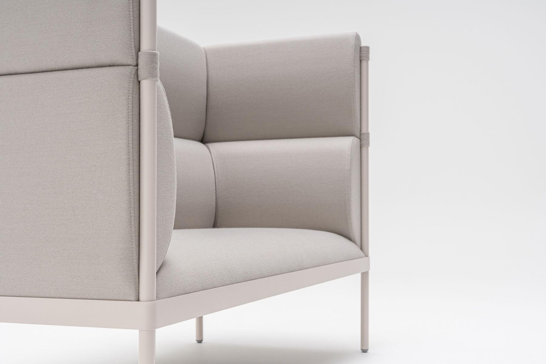 Stilt sofa with high back