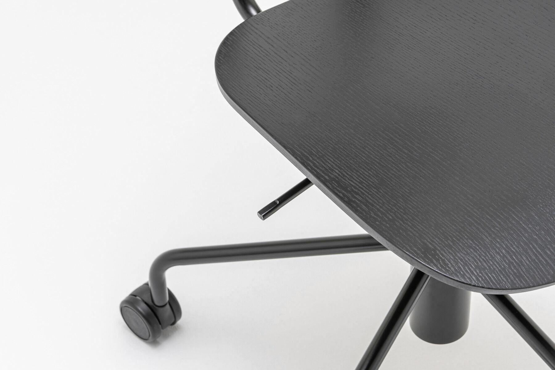 New School chair Colour:  M022Base colour:  M115