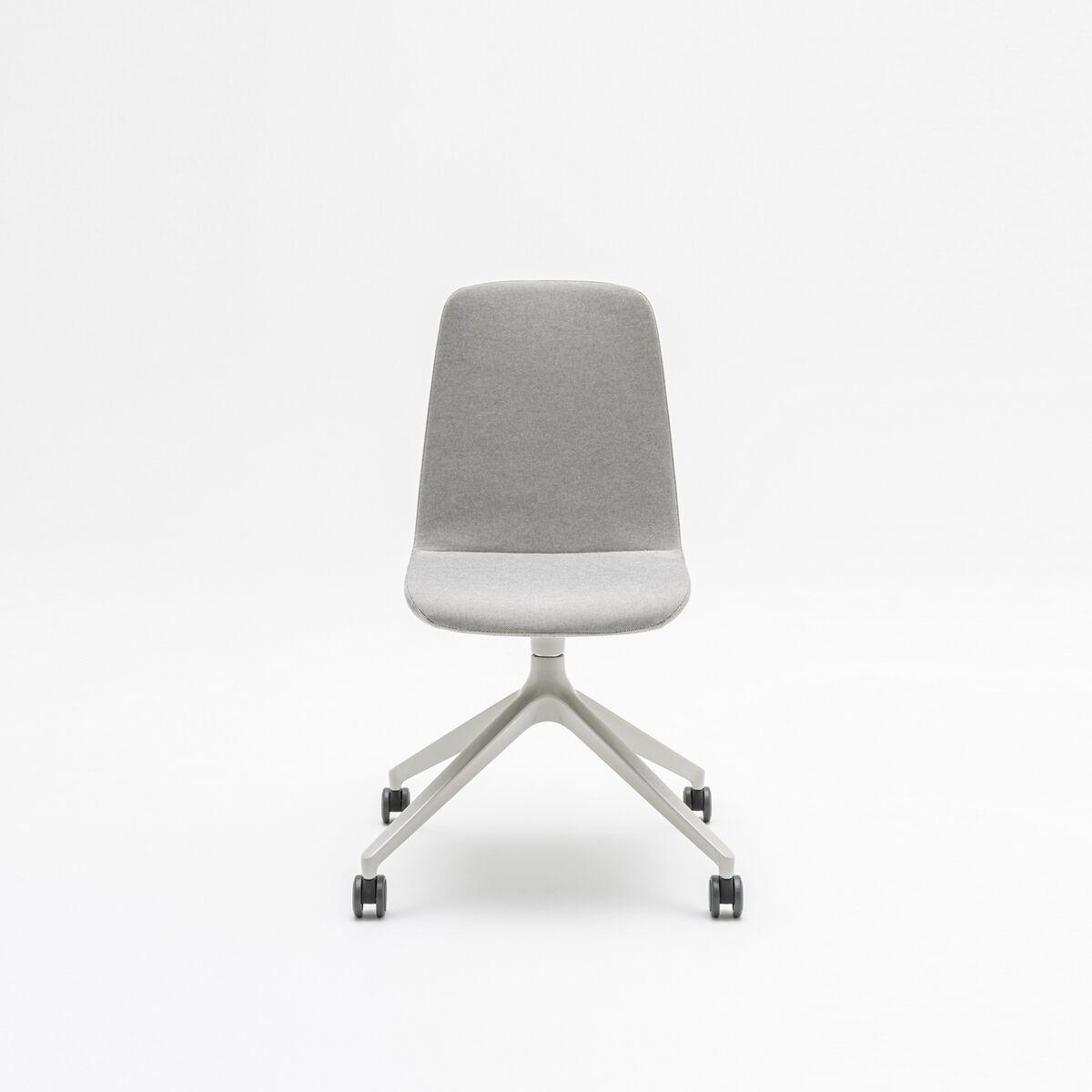 Ulti chair Fabric: Synergy colour: Lds20  Base colour:  M011